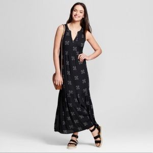 Universal Threads Black Printed Maxi Dress